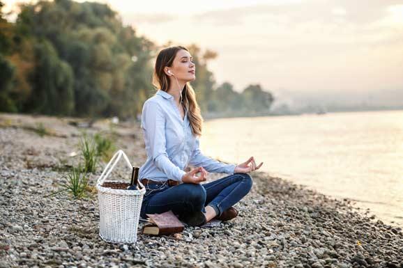 Meditationsmusik Frau Meditation lernen