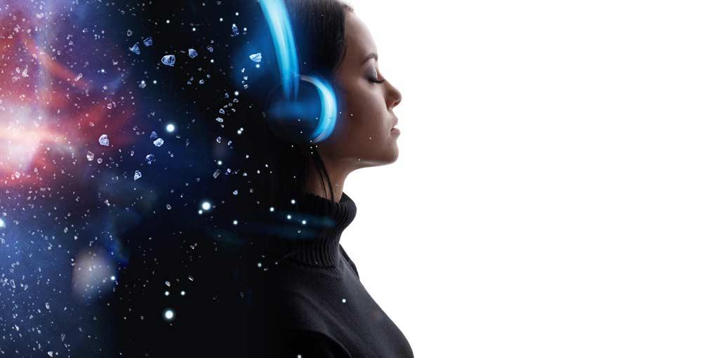 Meditationsmusik frau mit kopfhörer